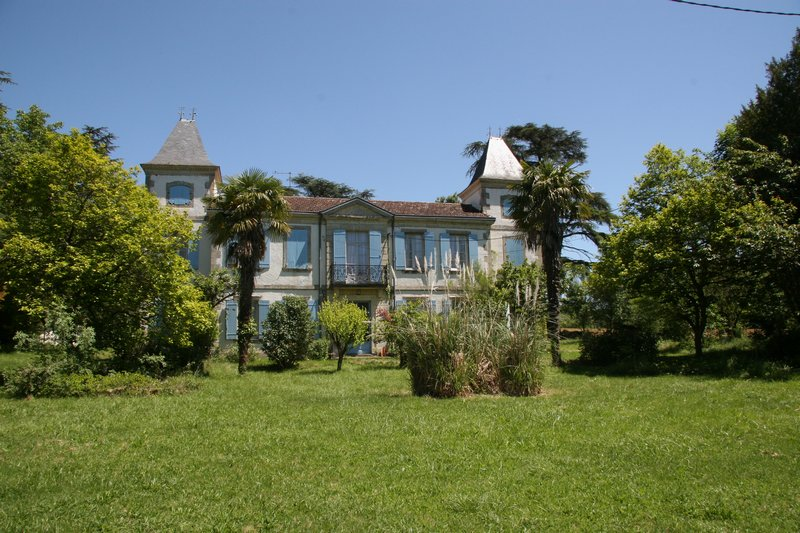Chateau on 2.2 hectares