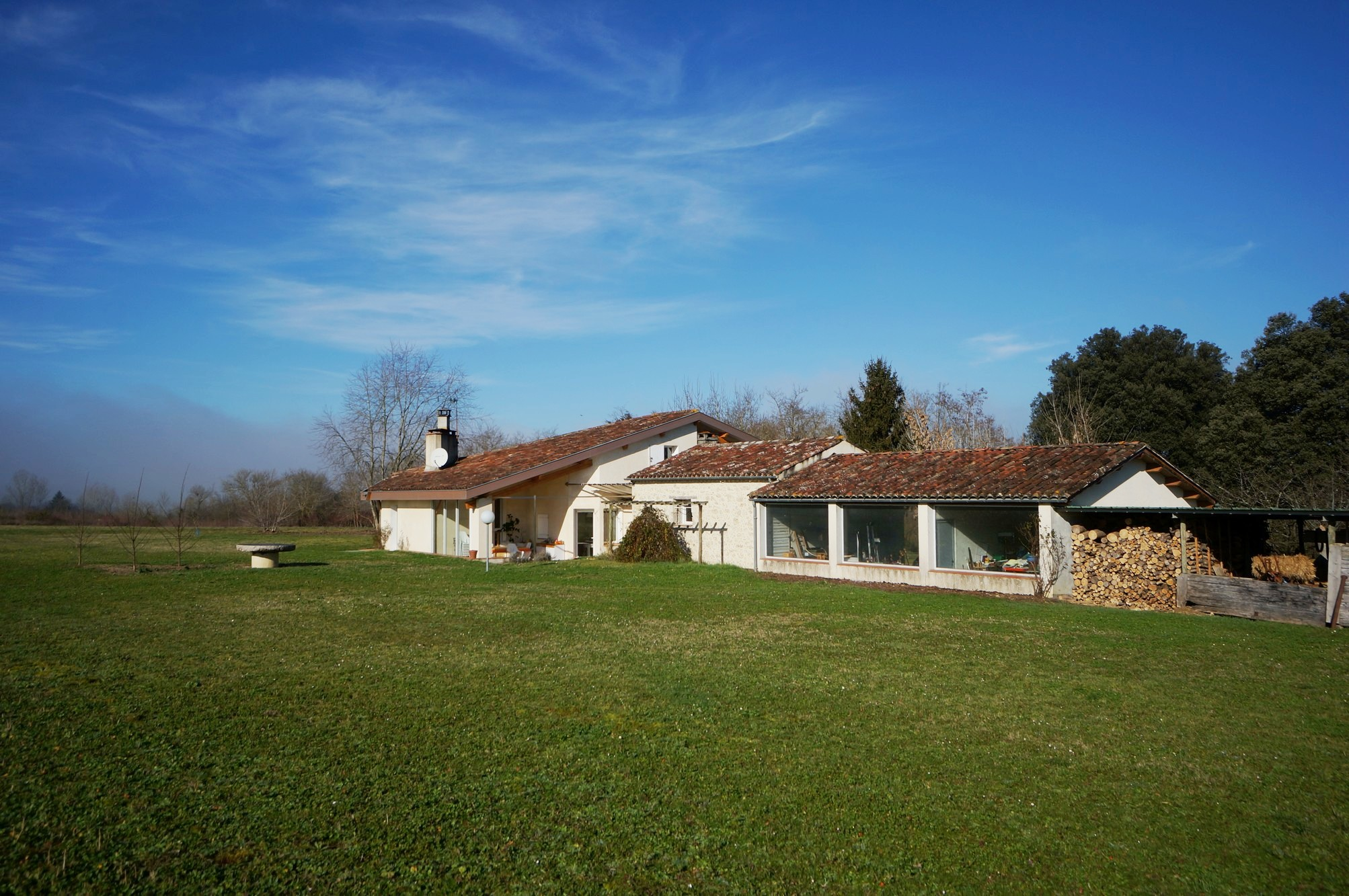 A charming residence on 1.7 hectares of grounds