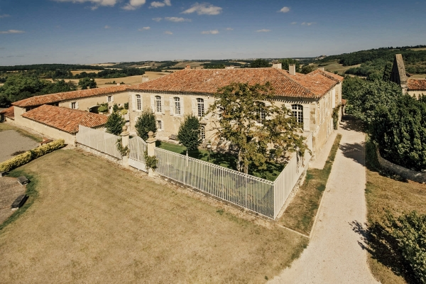 Imposing Manoir with Outstanding Architectural Features